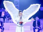 Tùng Dương đeo cánh thiên thần thể hiện 'Hai mùa Noel' đáp trả nghi vấn không biết hát Bolero