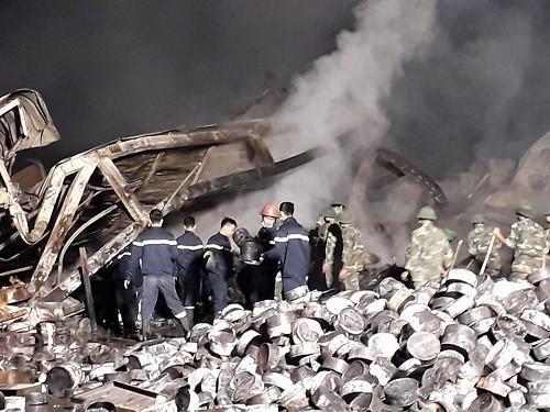 Cháy nhà máy bánh kẹo Tràng An 3: Thi thể 2 nạn nhân cháy đen không thể nhận dạng-1