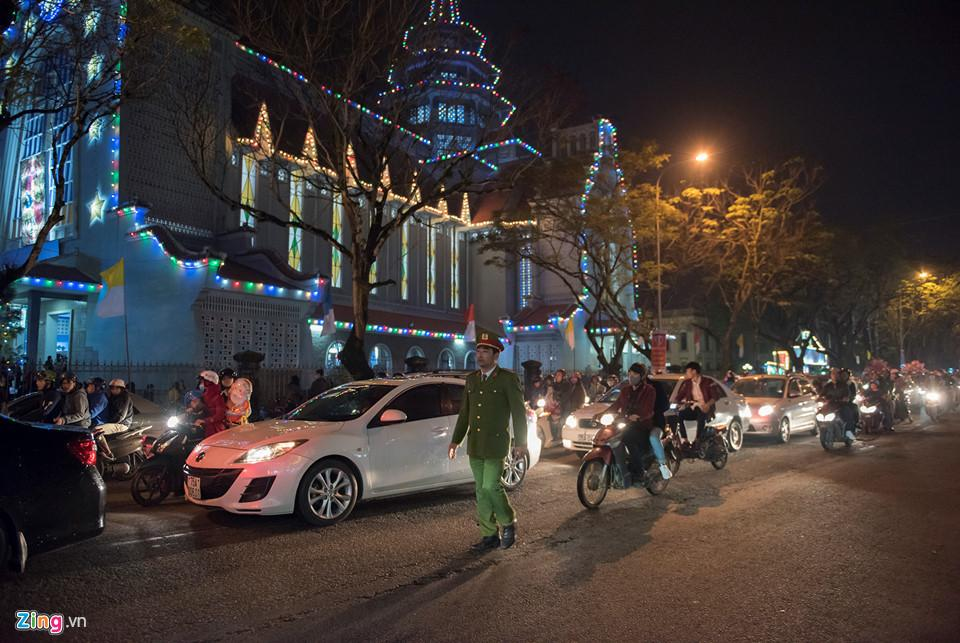 Những khoảnh khắc đón Noel ở cố đô Huế-1