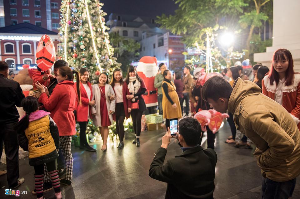 Những khoảnh khắc đón Noel ở cố đô Huế-11