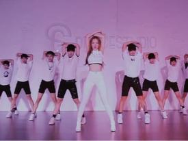 Chi Pu diện croptop ôm sát khoe đường cong trong dance MV 'Talk to me'