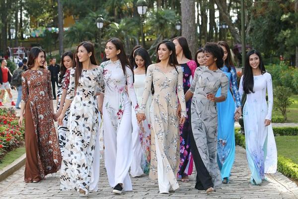 Dàn thí sinh Hoa hậu Hoàn vũ kẻ chín người mười khi khoe sắc với áo dài nền nã-2