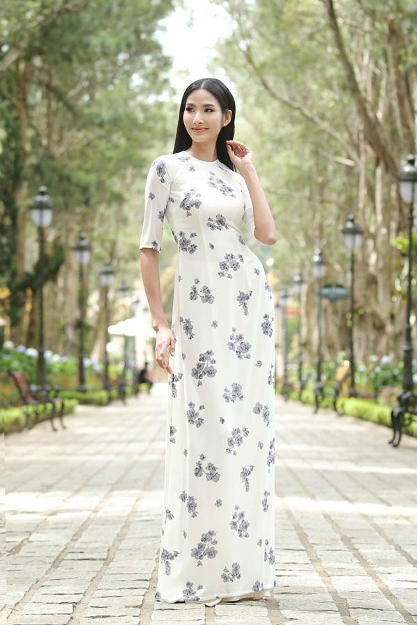 Dàn thí sinh Hoa hậu Hoàn vũ kẻ chín người mười khi khoe sắc với áo dài nền nã-3