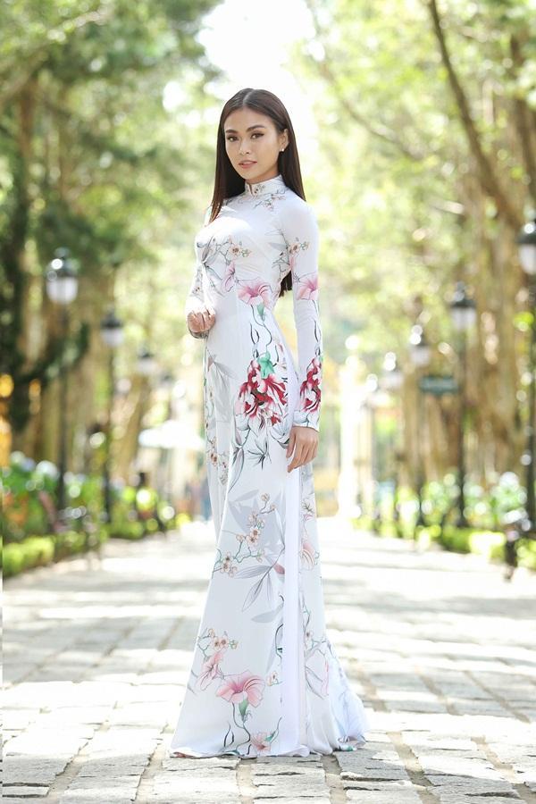Dàn thí sinh Hoa hậu Hoàn vũ kẻ chín người mười khi khoe sắc với áo dài nền nã-4