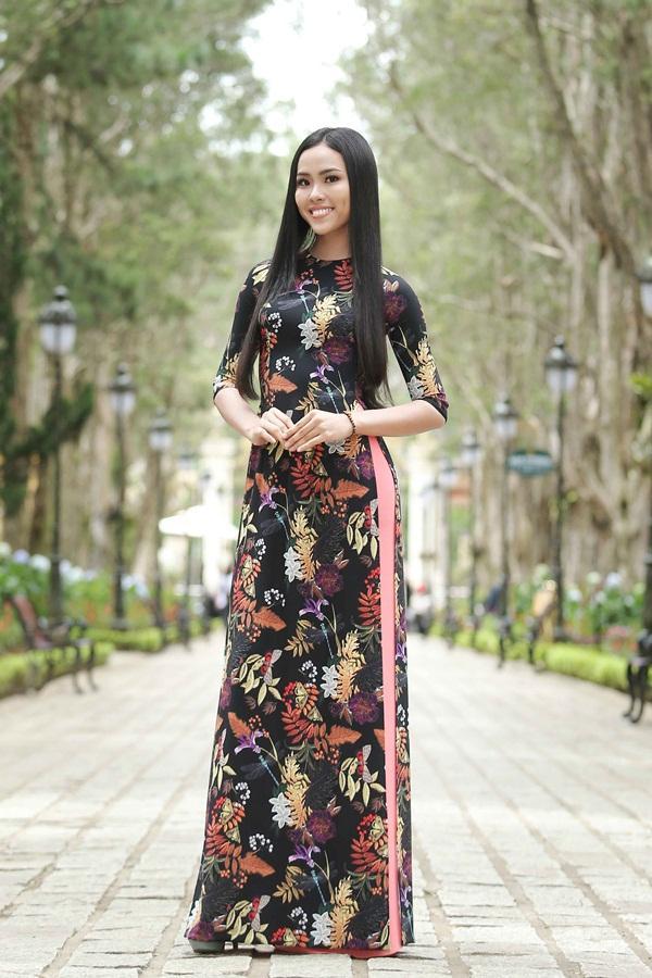 Dàn thí sinh Hoa hậu Hoàn vũ kẻ chín người mười khi khoe sắc với áo dài nền nã-10