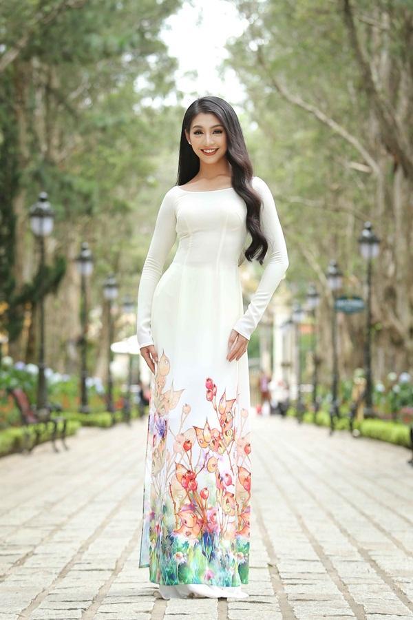 Dàn thí sinh Hoa hậu Hoàn vũ kẻ chín người mười khi khoe sắc với áo dài nền nã-13