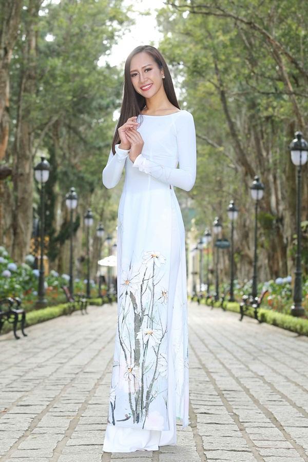 Dàn thí sinh Hoa hậu Hoàn vũ kẻ chín người mười khi khoe sắc với áo dài nền nã-8