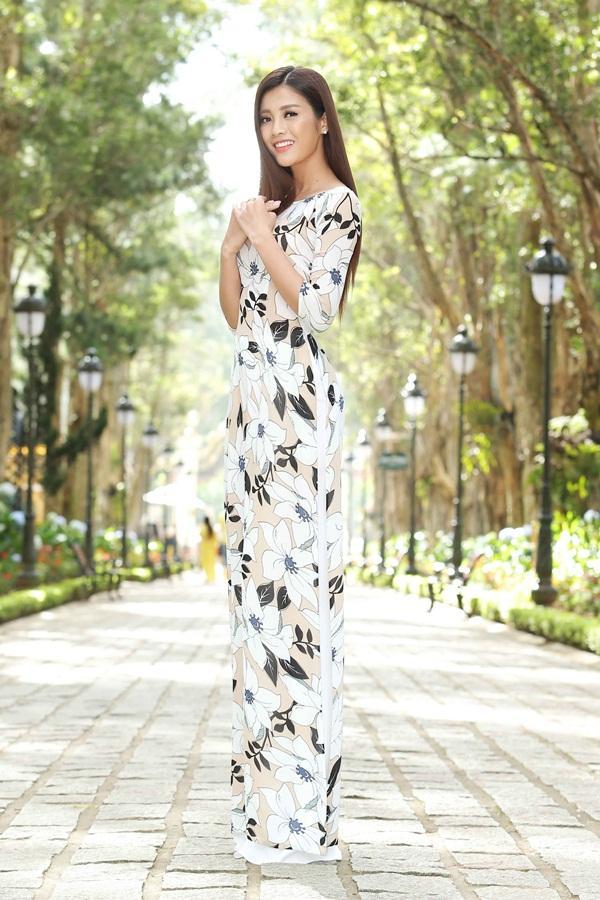 Dàn thí sinh Hoa hậu Hoàn vũ kẻ chín người mười khi khoe sắc với áo dài nền nã-9