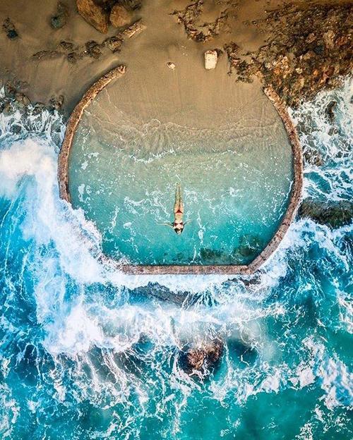 Bể bơi lộ thiên đẹp tựa viên ngọc lạc giữa biển khơi-2
