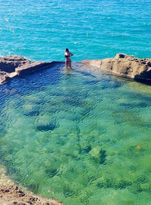 Bể bơi lộ thiên đẹp tựa viên ngọc lạc giữa biển khơi-4
