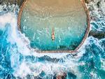 Bể bơi lộ thiên đẹp tựa viên ngọc lạc giữa biển khơi