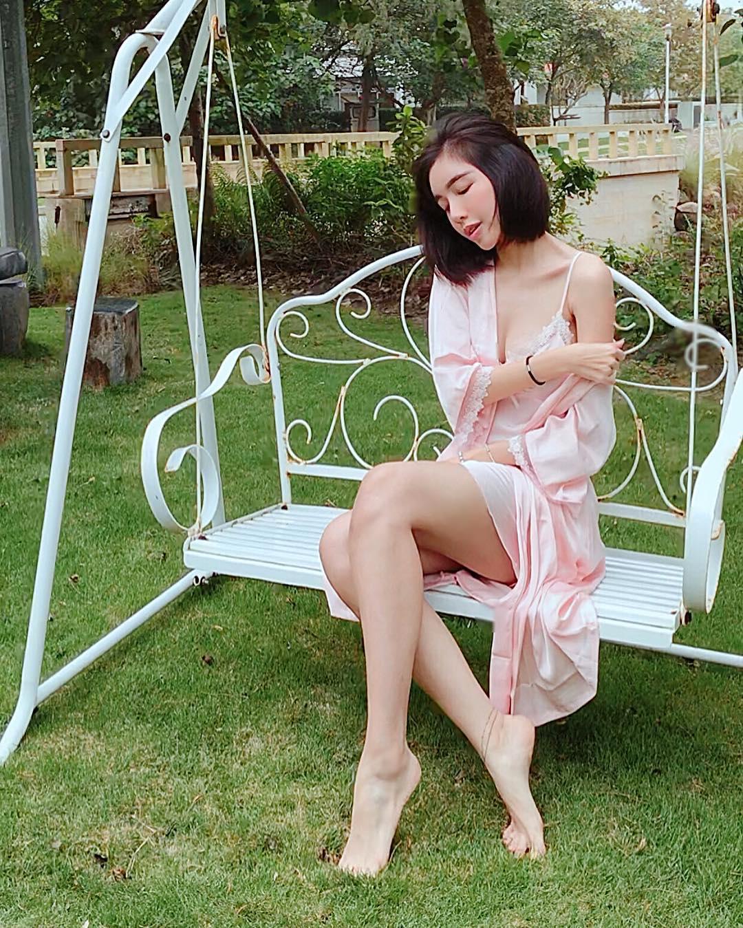 Tin sao Việt: Trấn Thành ghép hàng nghìn bức ảnh cảm ơn Hari Won nhân kỷ niệm 1 năm ngày cưới-3
