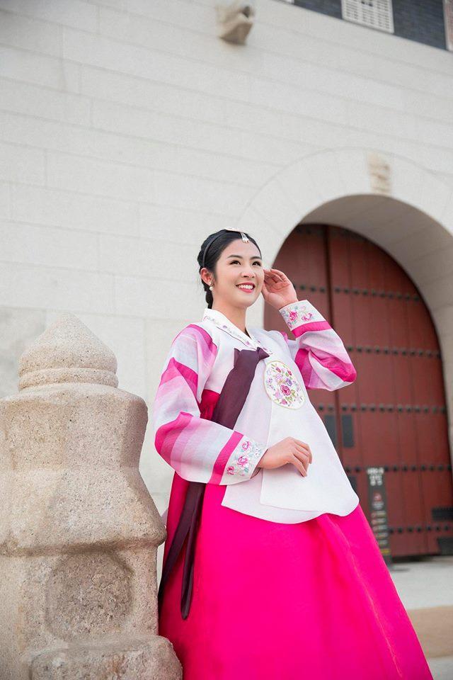 Tin sao Việt: Trấn Thành ghép hàng nghìn bức ảnh cảm ơn Hari Won nhân kỷ niệm 1 năm ngày cưới-9