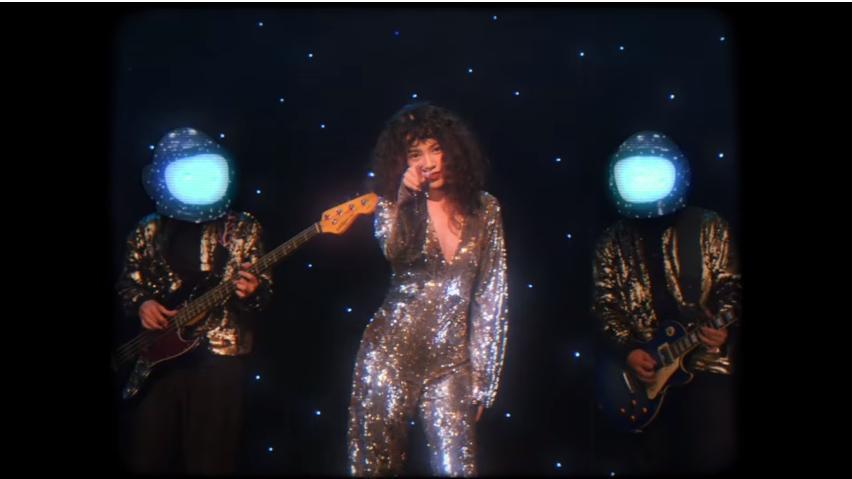 Yêu 5 của Rhymastic thời thập niên 80 với màn nhung, tóc xù mì dành riêng cho các phụ huynh-1