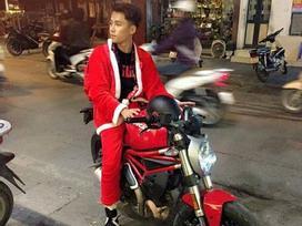 'Anh già Noel' điển trai lái môtô tặng quà cho trẻ vô gia cư