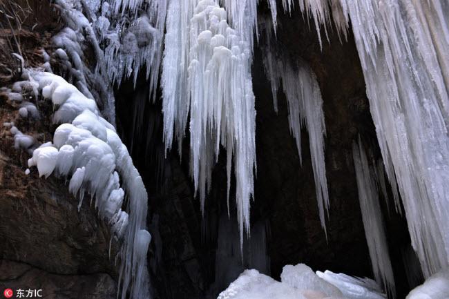 Ngắm thác băng nhân tạo đẹp mê hồn ở Trung Quốc-2