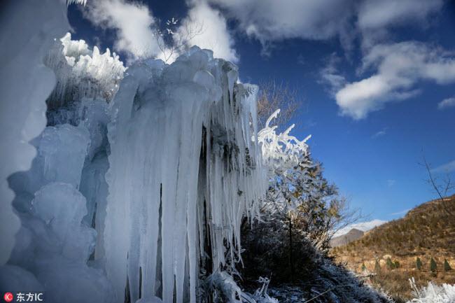 Ngắm thác băng nhân tạo đẹp mê hồn ở Trung Quốc-3