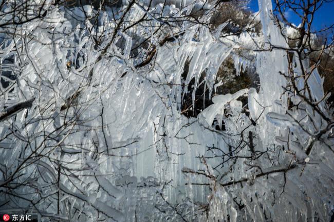 Ngắm thác băng nhân tạo đẹp mê hồn ở Trung Quốc-4