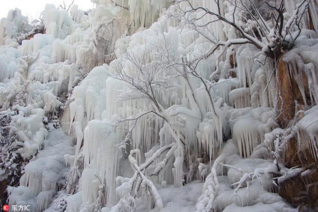 Ngắm thác băng nhân tạo đẹp mê hồn ở Trung Quốc-5