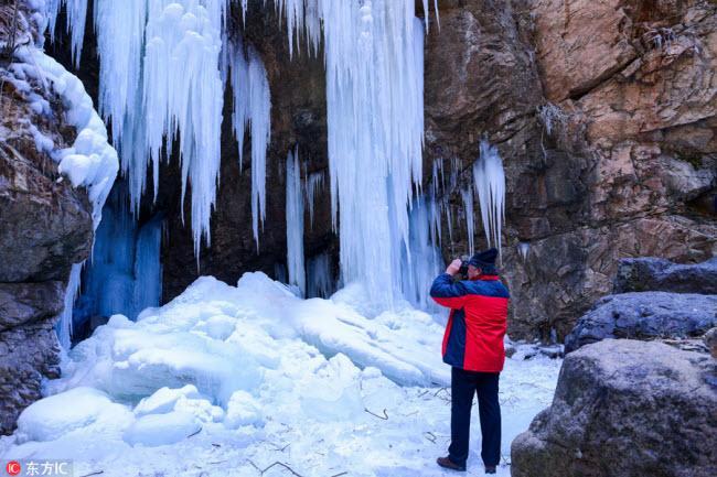 Ngắm thác băng nhân tạo đẹp mê hồn ở Trung Quốc-6
