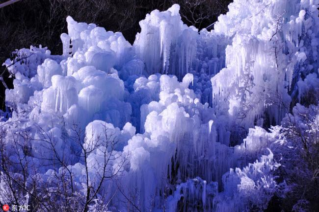 Ngắm thác băng nhân tạo đẹp mê hồn ở Trung Quốc-7