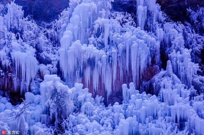 Ngắm thác băng nhân tạo đẹp mê hồn ở Trung Quốc-8