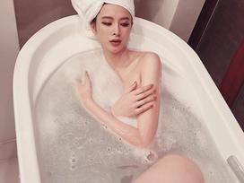 Đáp trả nghi án 'vòng 3 bơm silicon', Angela Phương Trinh khoe ảnh khỏa thân tuyệt đẹp