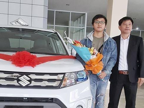 Sinh viên 21 tuổi làm thêm mua tặng ô tô 800 triệu, năn nỉ nửa năm bố mẹ mới nhận quà-1