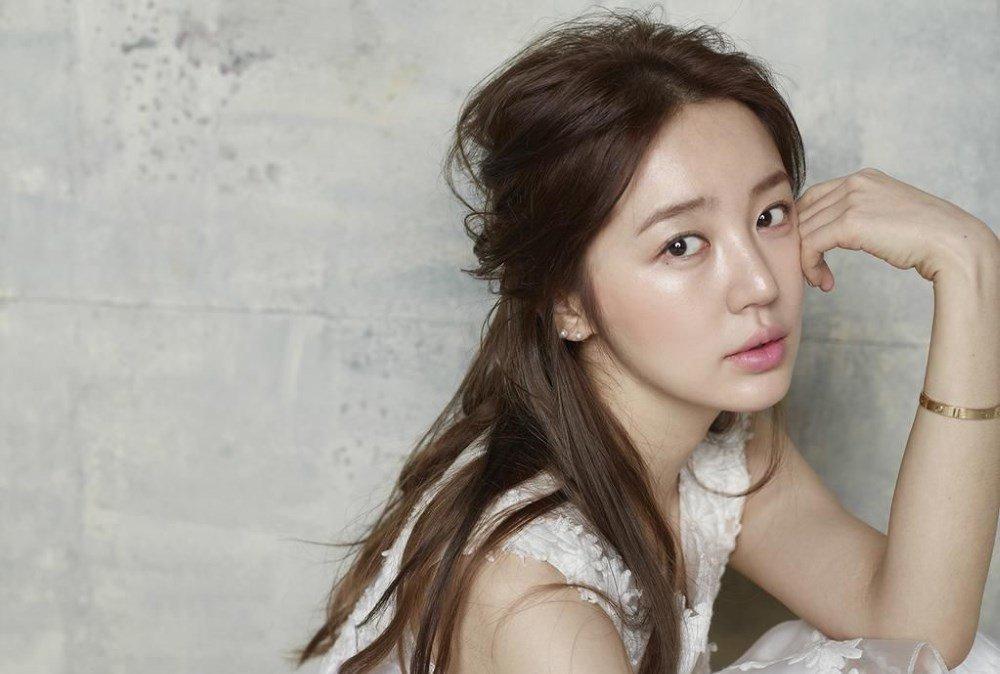 Sao Hàn 26/12: Thái tử phi Yoon Eun Hye trở lại sau 4 năm bị tẩy chay vì đạo nhái-1
