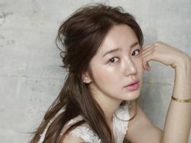 Sao Hàn 26/12: 'Thái tử phi' Yoon Eun Hye trở lại sau 4 năm bị tẩy chay vì 'đạo nhái'