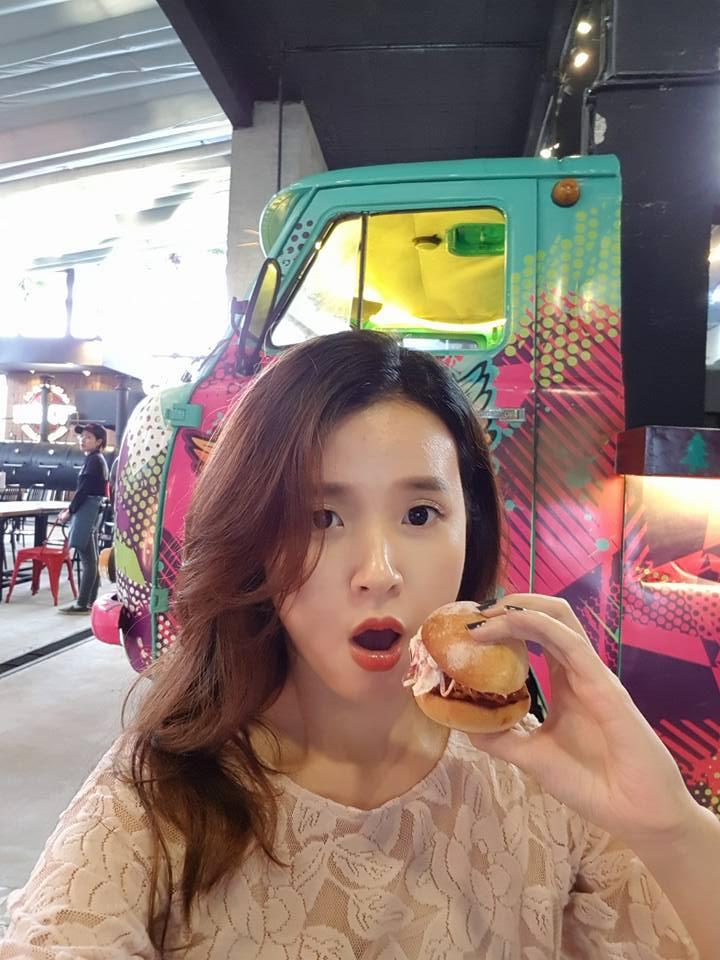 Hot girl - hot boy Việt: Midu khoe 1001 biểu cảm khi chụp ảnh tự sướng ở Đà Nẵng-4