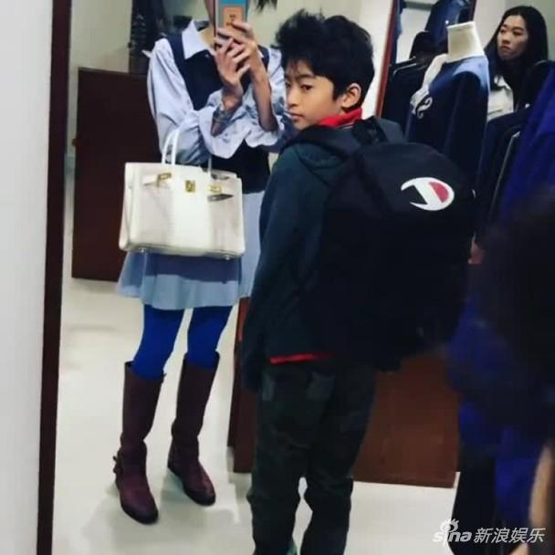 Tạ Đình Phong bị chỉ trích khi bỏ bê 2 con trai để đón giáng sinh bên người tình Vương Phi-9