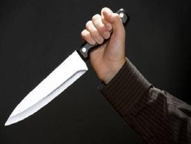 Nữ sinh cấp 3 dùng dao đâm bạn trọng thương ngay tại trường