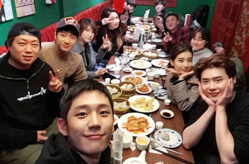 Sao Hàn 28/12: Sau khi chia tay Lee Min Ho, Suzy vô cùng vui vẻ bên Lee Jong Suk-1