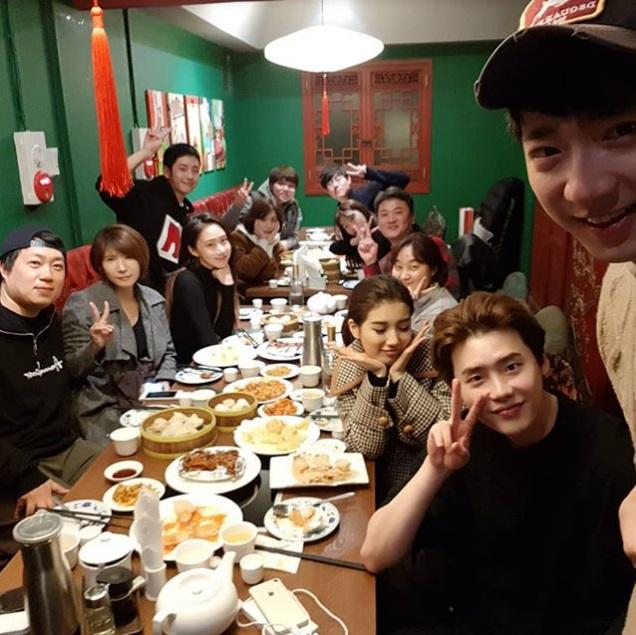 Sao Hàn 28/12: Sau khi chia tay Lee Min Ho, Suzy vô cùng vui vẻ bên Lee Jong Suk-2