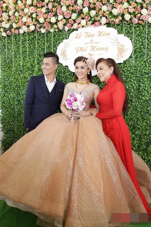 Thay 15 bộ váy từ khi bắt đầu đến lúc kết thúc đám cưới, Lâm Khánh Chi khiến hội chị em điêu đứng-5
