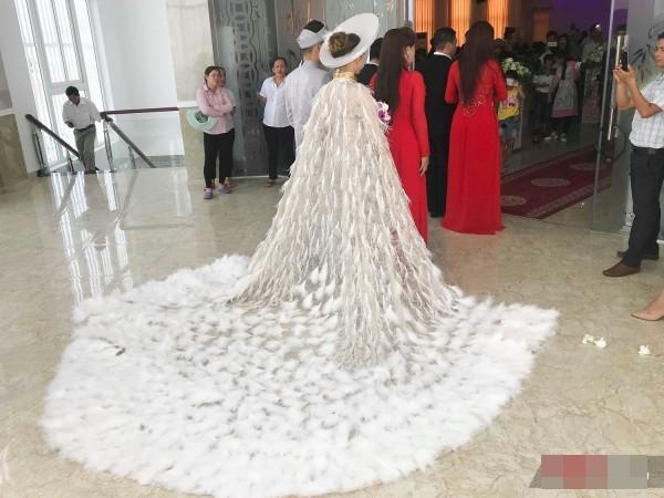 Thay 15 bộ váy từ khi bắt đầu đến lúc kết thúc đám cưới, Lâm Khánh Chi khiến hội chị em điêu đứng-7
