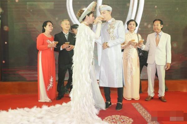 Thay 15 bộ váy từ khi bắt đầu đến lúc kết thúc đám cưới, Lâm Khánh Chi khiến hội chị em điêu đứng-8