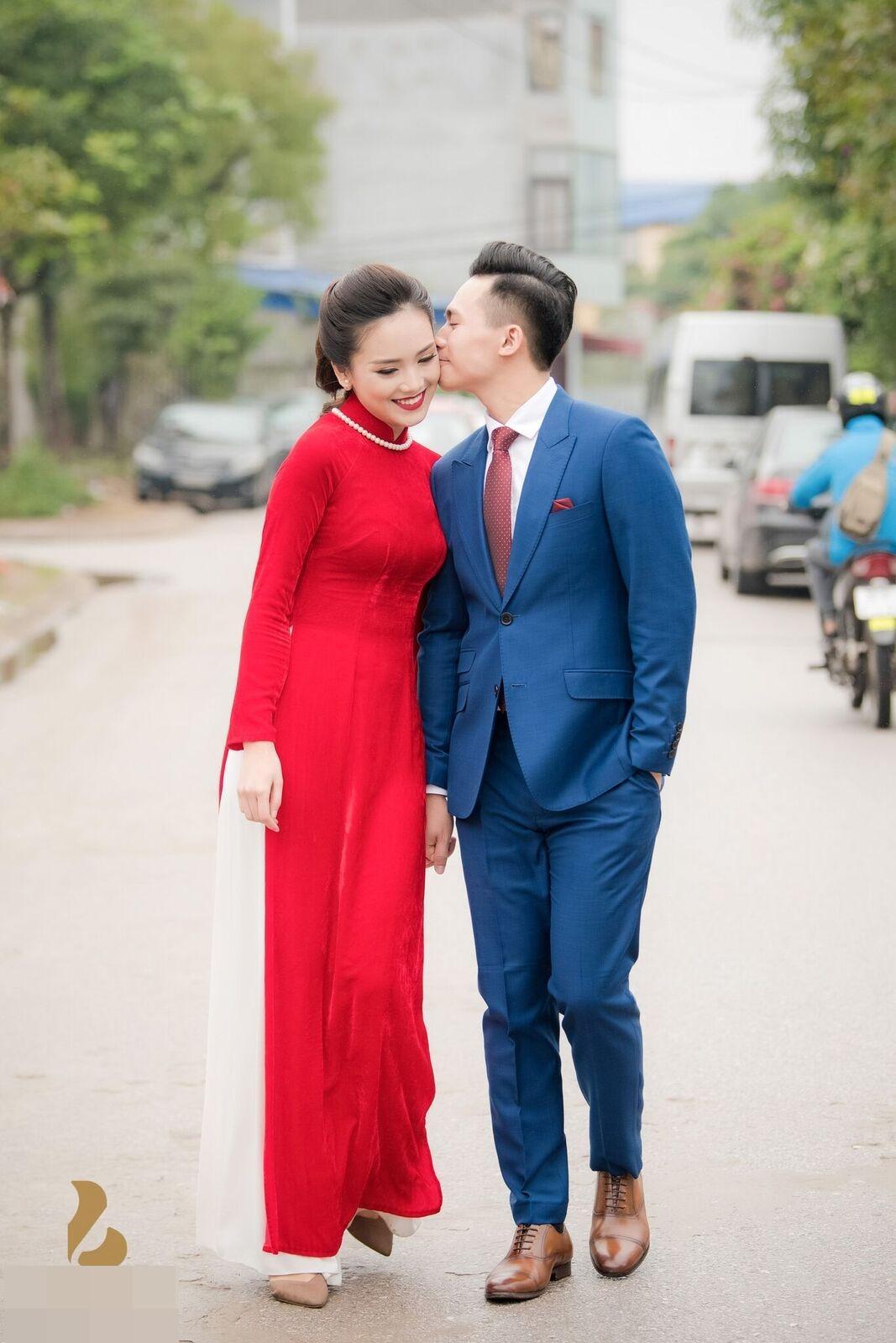 Hoa hậu khả ái Trần Tố Như nở nụ cười rạng rỡ, nắm chặt tay hot boy cảnh sát trong suốt lễ ăn hỏi-4