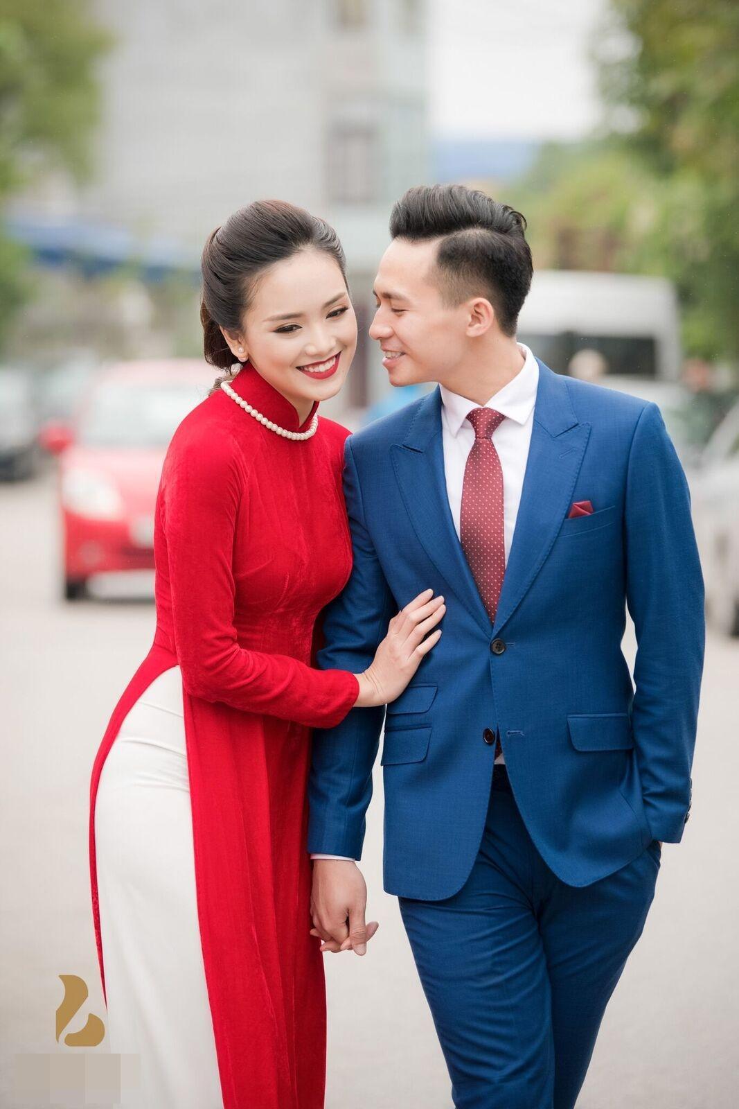 Hoa hậu khả ái Trần Tố Như nở nụ cười rạng rỡ, nắm chặt tay hot boy cảnh sát trong suốt lễ ăn hỏi-1