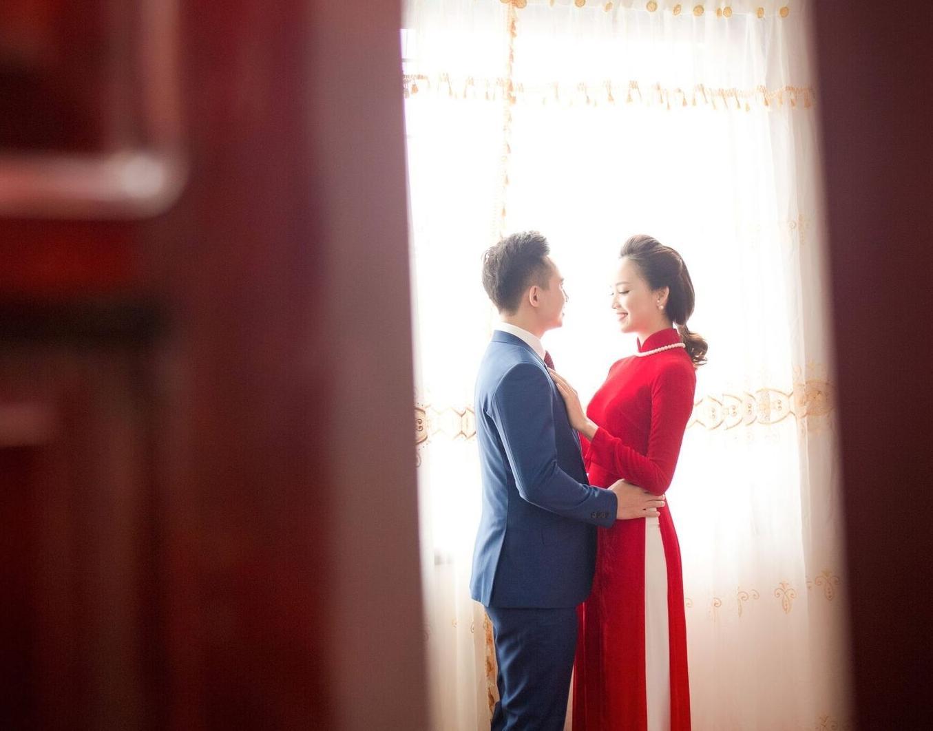 Hoa hậu khả ái Trần Tố Như nở nụ cười rạng rỡ, nắm chặt tay hot boy cảnh sát trong suốt lễ ăn hỏi-3