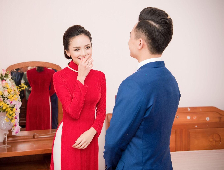 Hoa hậu khả ái Trần Tố Như nở nụ cười rạng rỡ, nắm chặt tay hot boy cảnh sát trong suốt lễ ăn hỏi-6