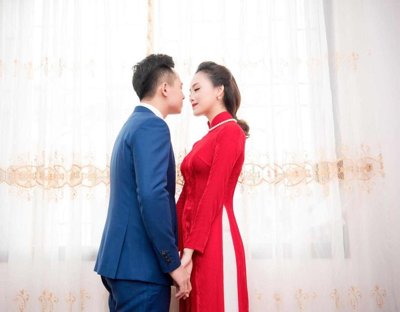 Hoa hậu khả ái Trần Tố Như nở nụ cười rạng rỡ, nắm chặt tay hot boy cảnh sát trong suốt lễ ăn hỏi-12