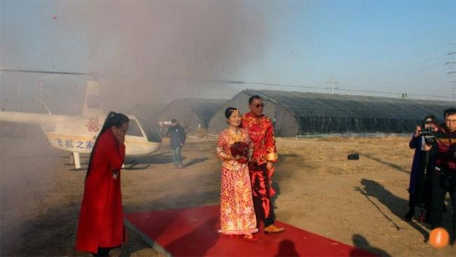 Chú rể Trung Quốc chơi trội thuê trực thăng đón dâu-2