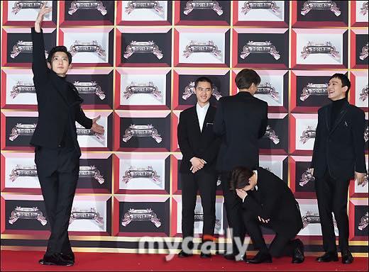 Thảm đỏ KBS Gayo Daejun: HyunA sexy nổi bật, loạt mỹ nam tạo dáng khó đỡ-8