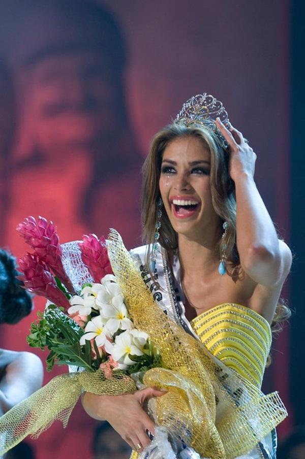 Tượng đài sắc đẹp Dayana Mendoza trở lại Việt Nam sau 10 năm đăng quang Hoa hậu Hoàn vũ-1