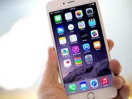 Apple xoa dịu người dùng iPhone cũ bằng chương trình thay pin giảm giá