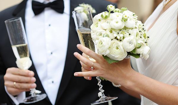 Từ bao giờ, hôn nhân trở thành thước đo ổn định của một cô gái?-1