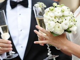 Từ bao giờ, hôn nhân trở thành thước đo ổn định của một cô gái?