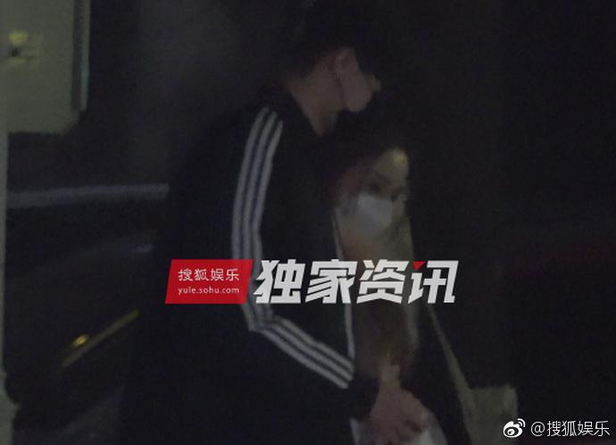 Lý Tiểu Lộ bị bắt gặp qua đêm nhà trai trẻ, Giả Nãi Lượng livestream nói vợ đi làm tóc-3